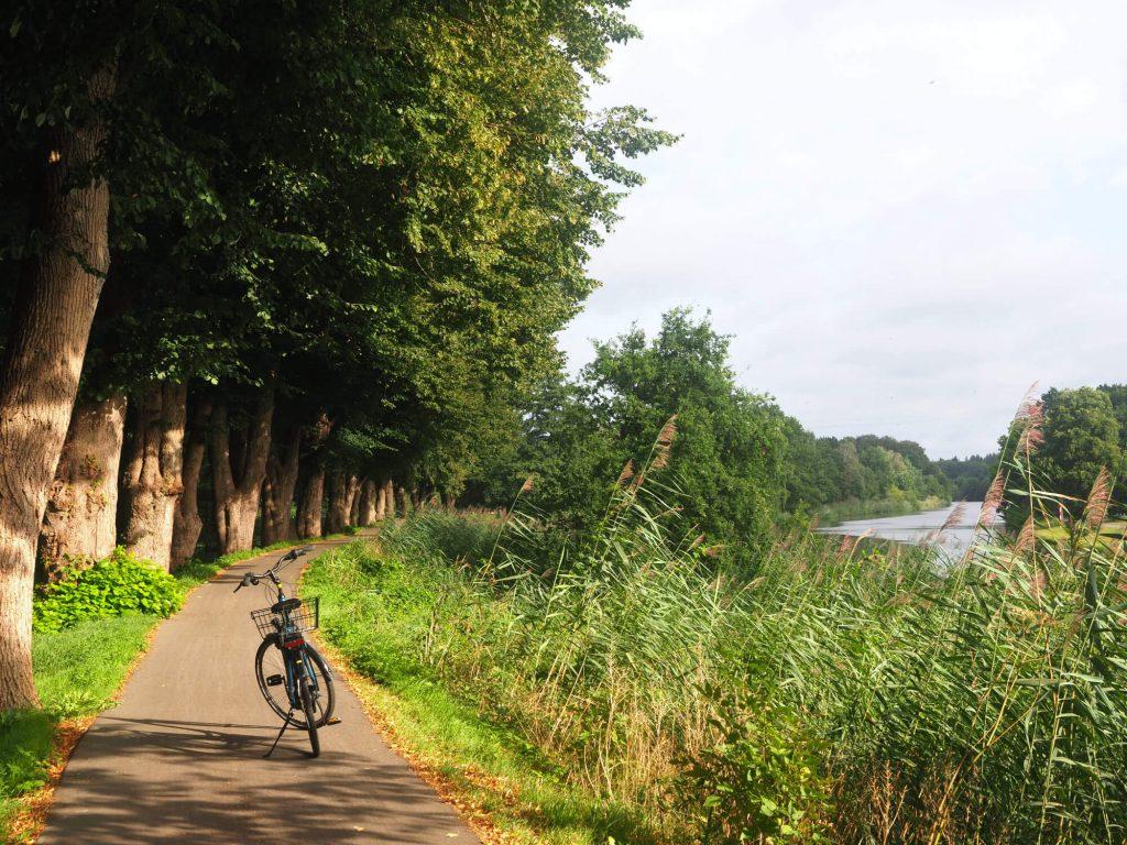Fietsen langs de Ems in Meppen Duitsland