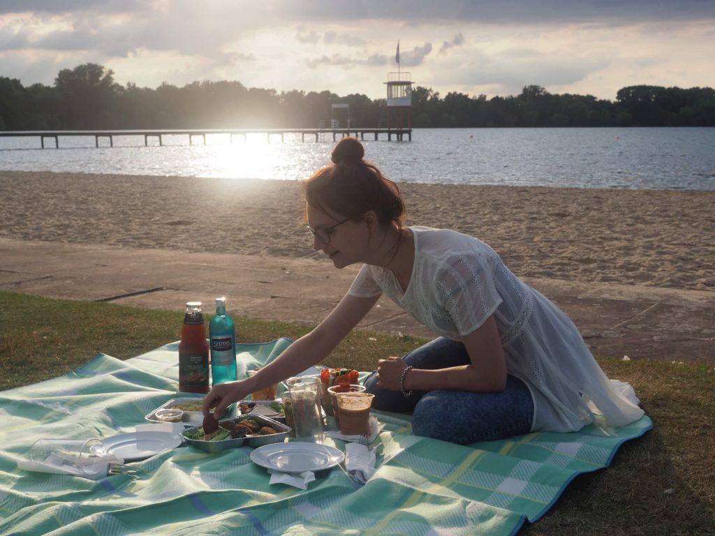 Picknick aan de Maschsee in Hannover