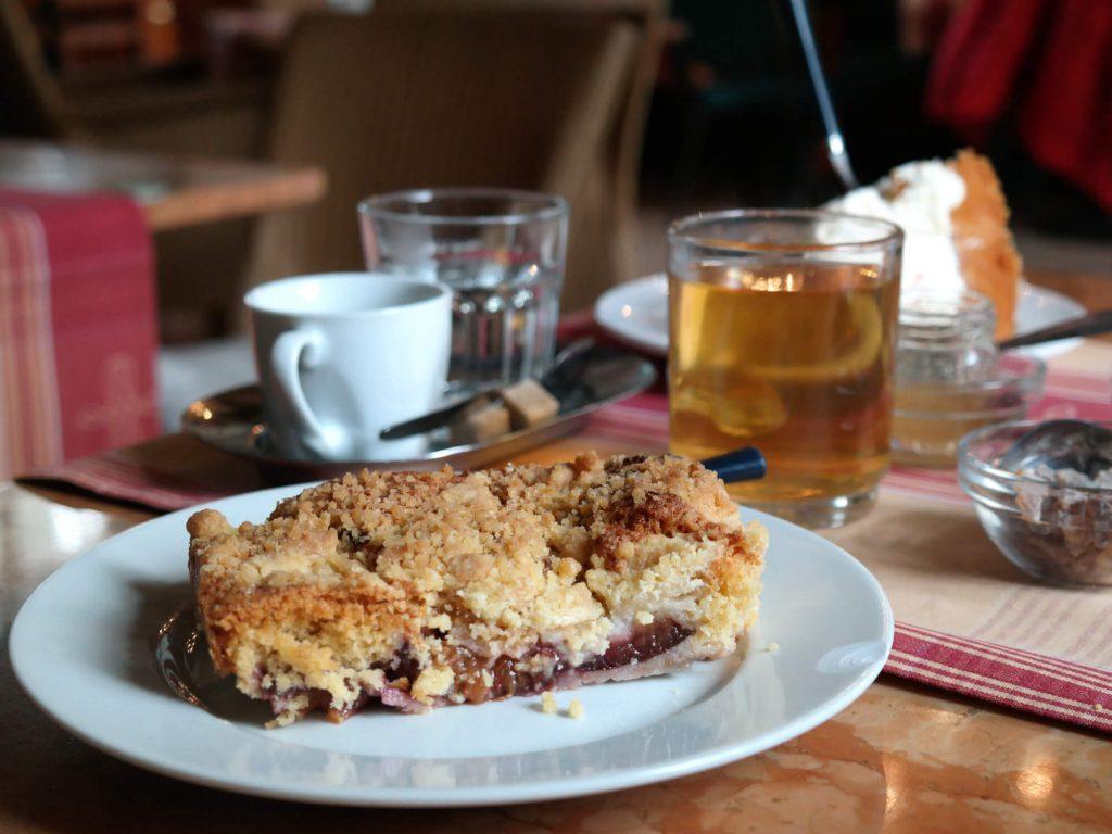 Taart bij café Das Kleine Haus
