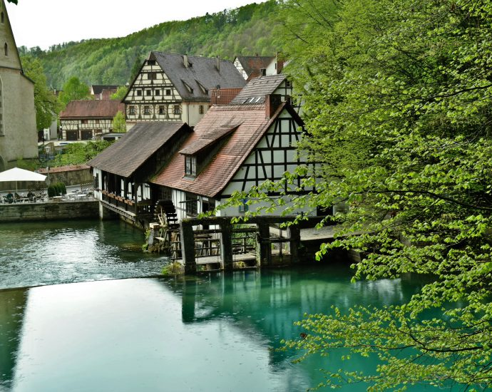Fietsen naar de Blautopf in Blaubeuren Duitsland