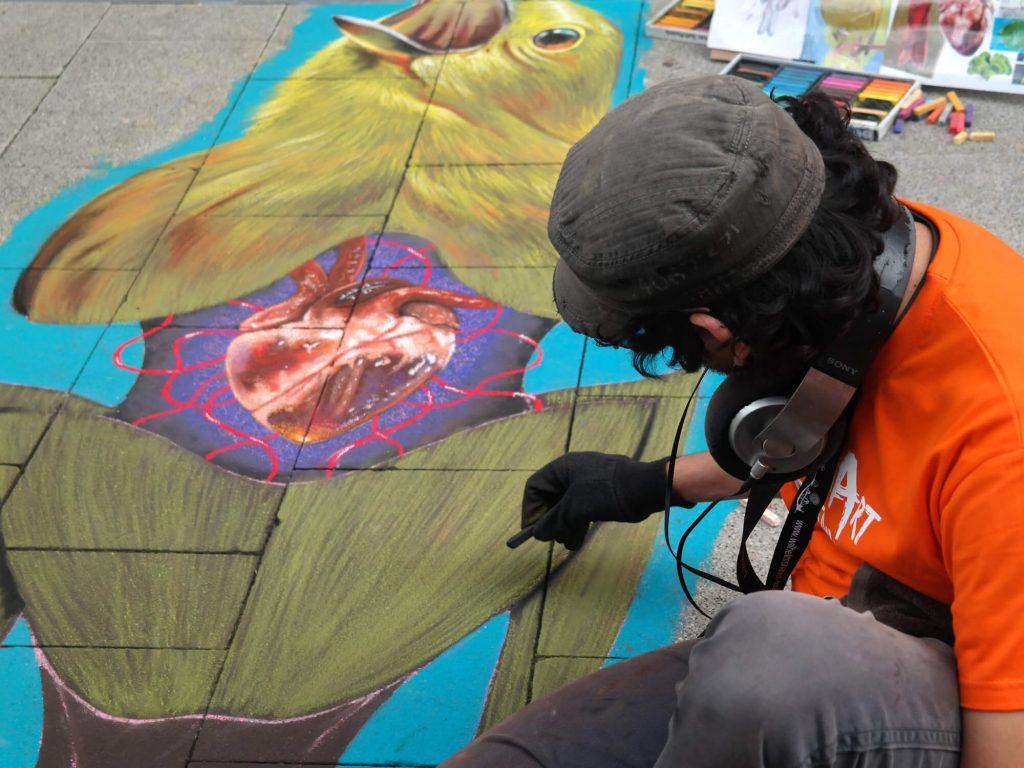Straatkunstenaar op het street art festival in Wilhelmshaven