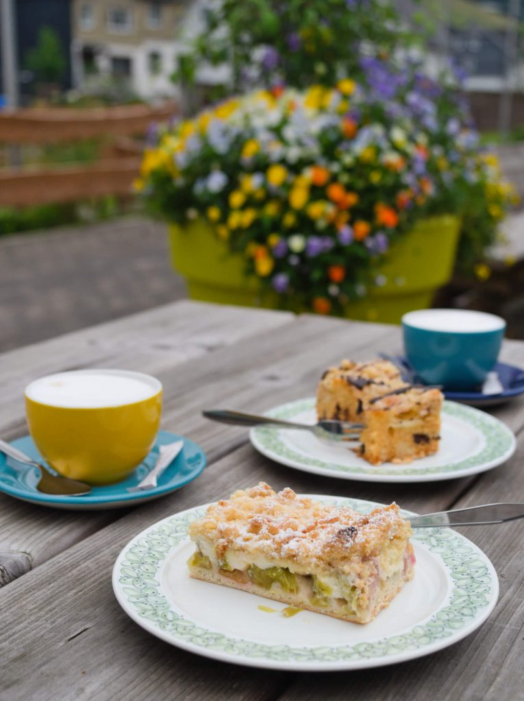 Koffie en taart bij café bakkerij in Ramsbeck