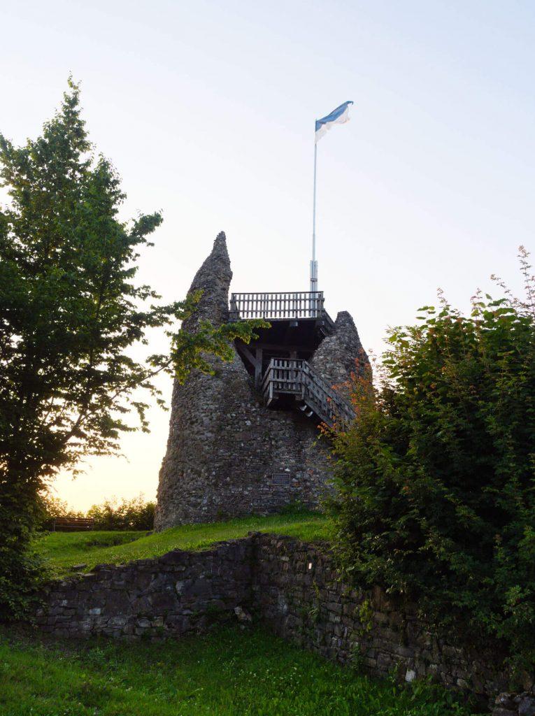 Ruine van burcht in Eversberg Sauerland